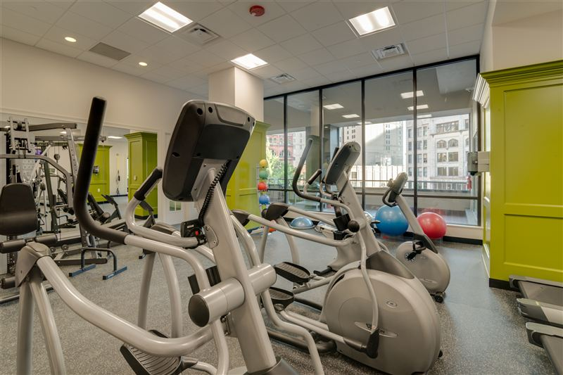 A picture of fitness equipment in a small room